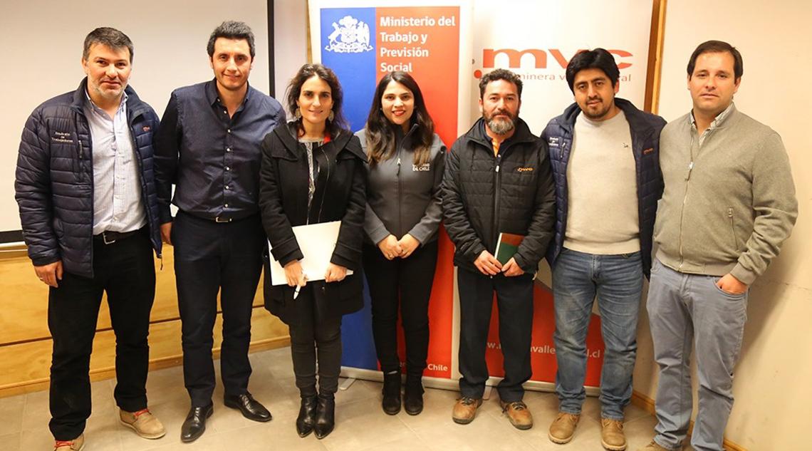 Subsecretaria de Trabajo y Previsión Social participa en charla educativa en Minera Valle Central