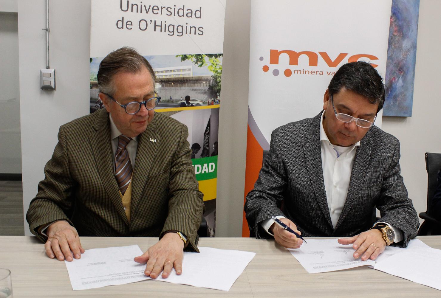 Minera Valle Central firma convenio académico con Universidad de O'Higgins