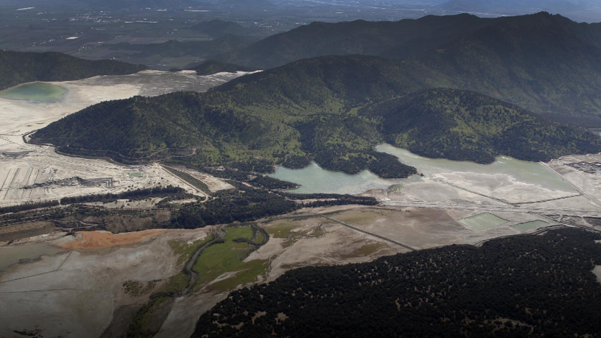 El gobierno tramita un proyecto para flexibilizar las garantías que se exigen a las mineras para remediar sus pasivos ambientales.